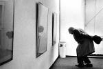 Fausto Melotti alla mostra di Guarneri alla Galleria Morone, Milano, 1974